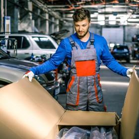 consegna-uomoinofficina-1000x782